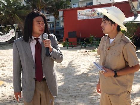グアム・サポーターを務めるあばれる君(左)。(c)NTV