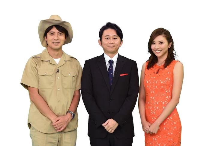 「第35回全国高等学校クイズ選手権」のメインパーソナリティを務める有吉弘行(中央)。(c)NTV