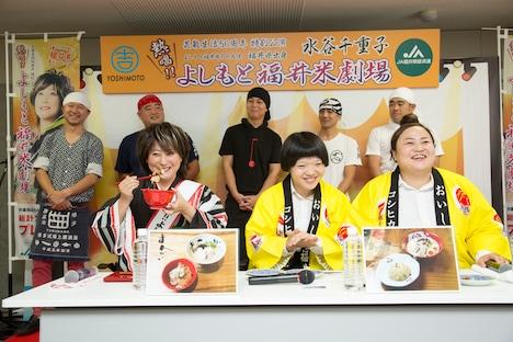 福井米を使った人気ラーメン店の新メニューを試食する水谷とおかずクラブ(手前左から)。(c)吉本興業