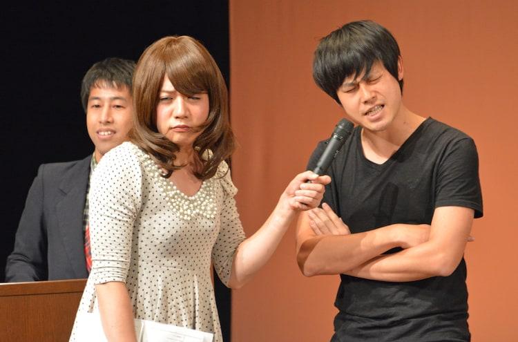 何を言ってるのかわからないオジンオズボーン篠宮(右)に困惑顔の槙尾(左)。