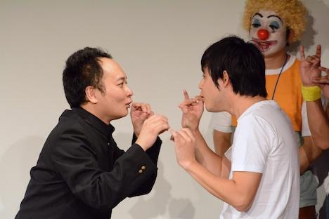 坂上二郎になりきる(左から)鬼ヶ島・アイアム野田、オジンオズボーン篠宮。