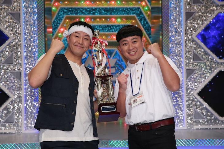 「平成27年度 NHK新人お笑い大賞」で優勝したチョコレートプラネット。(c)NHK