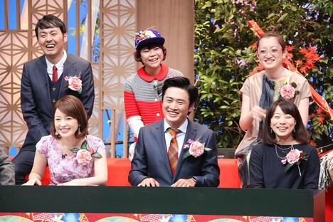 後列左から、アンガールズ田中、DJみそしるとMCごはん、能町みね子。前列左から、松丸友紀(テレビ東京アナウンサー)、劇団ひとり、東直子。(c)テレビ東京