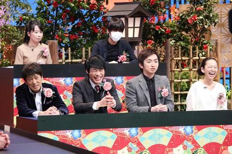 後列左から、辛酸なめ子、清野とおる。前列左から、ブラックマヨネーズ吉田、麒麟・川島、羽田圭介、西加奈子。(c)テレビ東京
