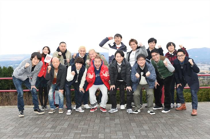 「芸人キャノンボール2016~公道最速借り物レース~」の出演者たち。(c)TBS