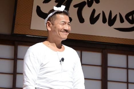バカボンのパパ役を演じるくりぃむしちゅーの上田晋也。