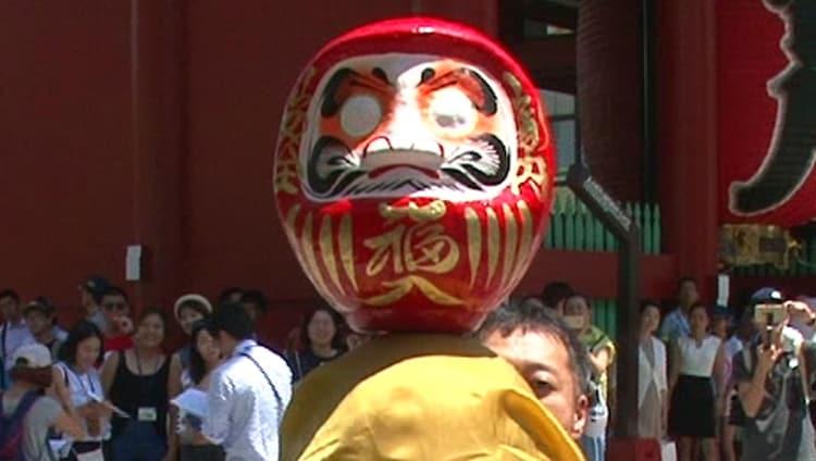 5GAPが出演する「Tablecloth Trick on a BALD HEAD in ASAKUSA」のワンシーン。