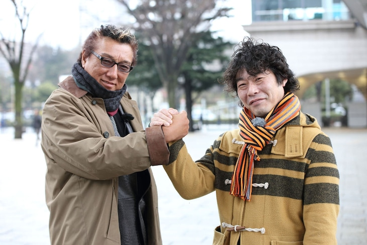 弥永明郎氏(左)と対決するインスタントジョンソンじゃい(右)。