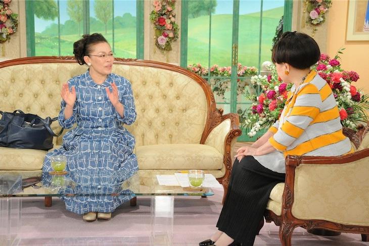 「徹子の部屋」に出演する(左から)柴田理恵、黒柳徹子。(c)テレビ朝日