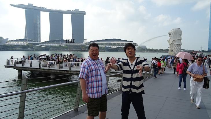 「ウラマヨ!300回目前!春の2時間SP!」でシンガポールを訪れるブラックマヨネーズ。(c)関西テレビ