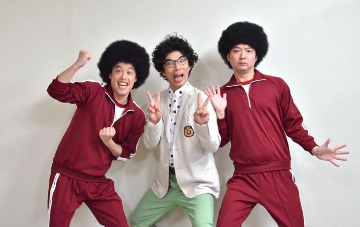 「日曜劇場『99.9-刑事専門弁護士-』」第5話に出演するエレキコミックと片桐仁。