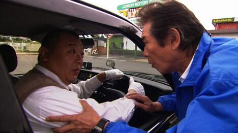左からTKO木下、西岡徳馬。(c)日本テレビ