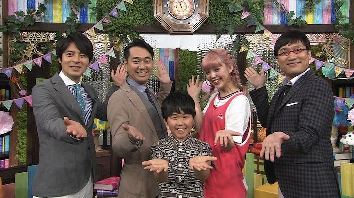 左から桝太一アナウンサー、バナナマン設楽、鈴木福、藤田ニコル、南海キャンディーズ山里。(c)日本テレビ