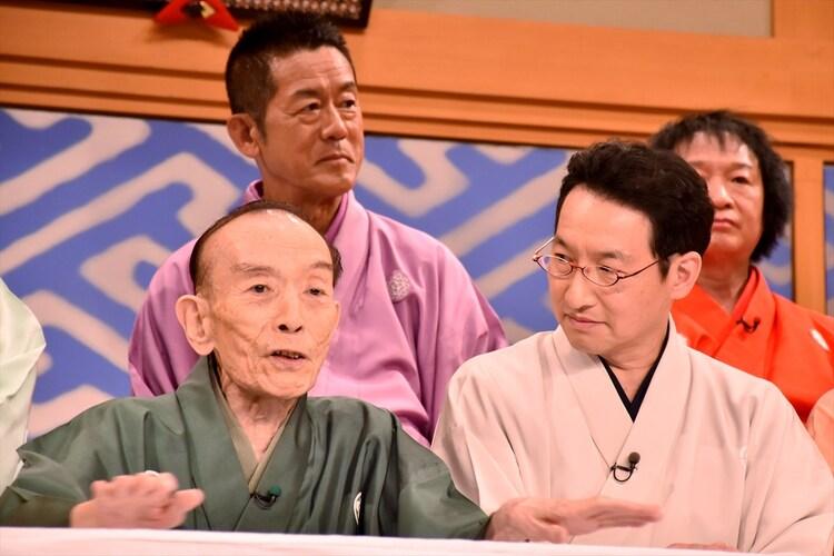 (手前左から)桂歌丸、春風亭昇太。