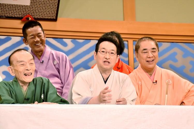 「笑点」の6代目司会に就任する春風亭昇太(前列中央)。