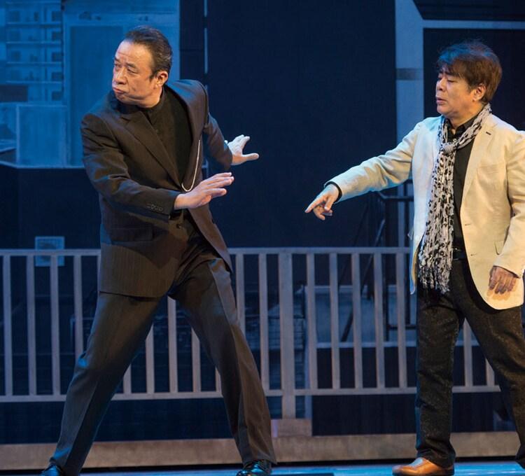 「プリティウーマンの勝手にボディーガード」に出演した(左から)渡辺正行、小倉久寛。(c)2015 松竹 / アミューズ