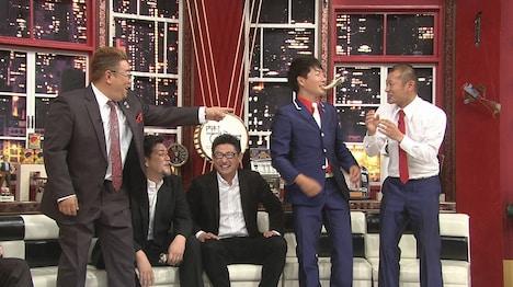 左からサンドウィッチマン、林信亨マネージャー、U字工事。(c)日本テレビ