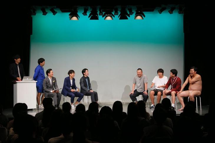「First SPARK~ドラマ火花が絶対観たくなるLIVE~」の様子。