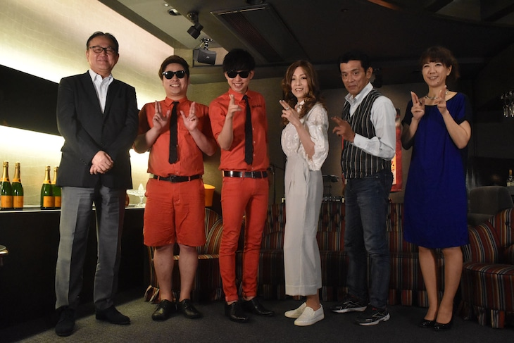左から倉科遼、8.6秒バズーカー、冴木杏奈、新藤栄作、高梨由。