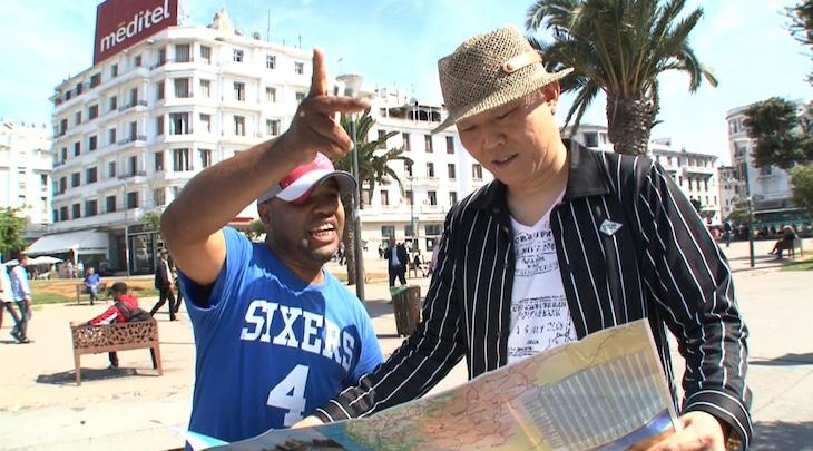 「世界の村で発見!こんなところに日本人」でアフリカ・モロッコを訪れる千原せいじ(右)。(c)ABC