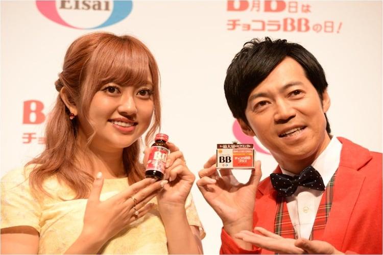 左から菊地亜美、東貴博。