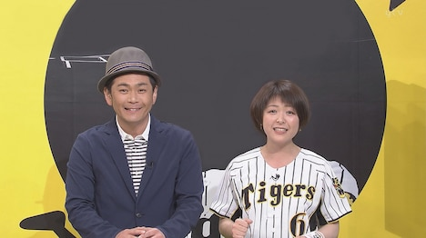 左からココリコ遠藤、諸國沙代子アナウンサー。(c)読売テレビ