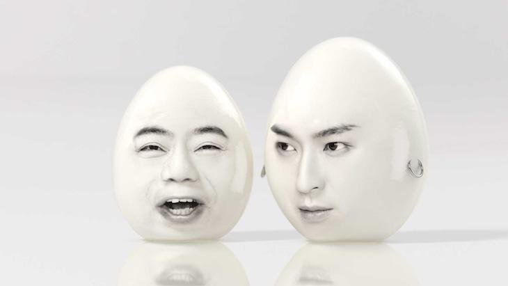 「ギャツビー」の新CM「かけあい編」にゆで卵として出演する(左から)出川哲朗、松田翔太。