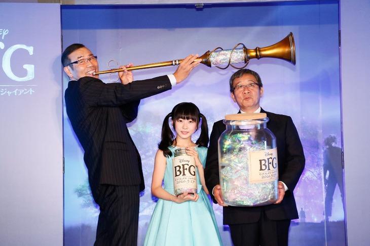 左からオール巨人、本田望結、オール阪神。