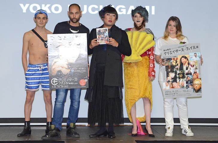 ファッションショーを実施したYOKO FUCHIGAMI(中央)とモデルたち。