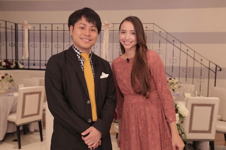左から、MCを務めるNON STYLE井上と豊田エリー。