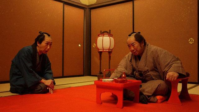 第1回「お見立て」のワンシーン。(c)NHK