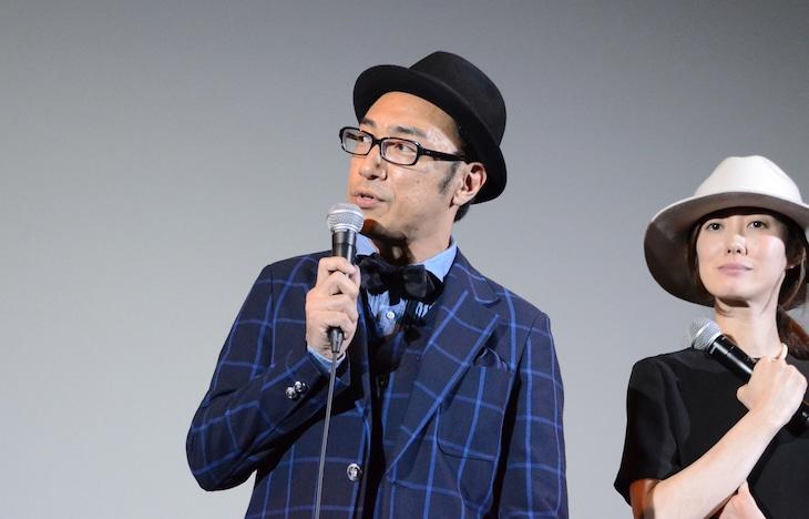 「オー・マイ・ゼット!」初日舞台挨拶に登壇した東京03角田(左)。