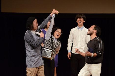 藤子に決勝進出権を奪われる南大介(右)。