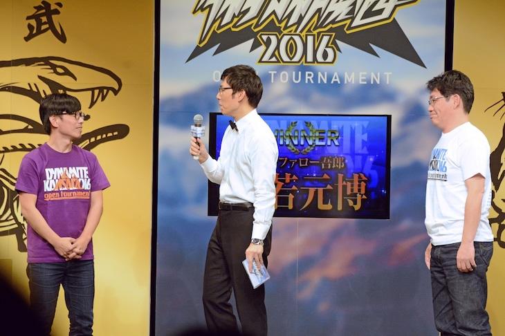ずん飯尾(右)に勝利したバッファロー吾郎・竹若(左)。