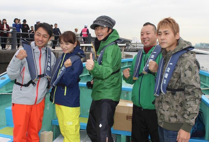 「タレントフィッシングカップ」に出演する、ヒロシ(右端)、バイきんぐ西村(右から2人目)ら。(c)テレビ朝日