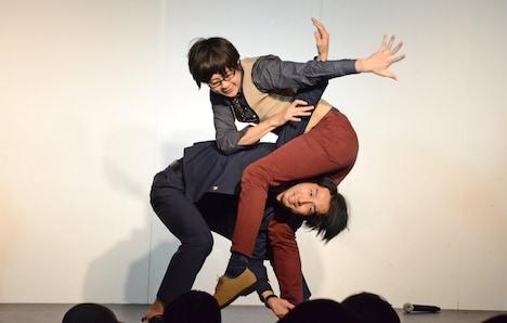 ダンス対決を繰り広げる三福エンターテイメント、ねじ佐々木。