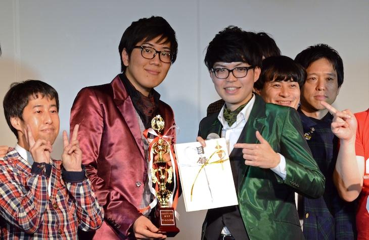 「K-PROライブアワード2016」のMVP大賞を受賞したヤーレンズ。