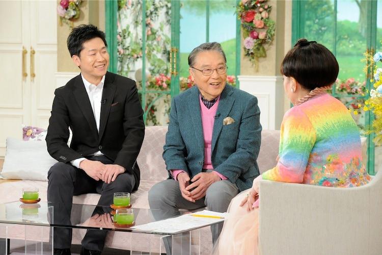 「徹子の部屋」に出演する伊東四朗(中央)、伊東孝明(左)。(c)テレビ朝日