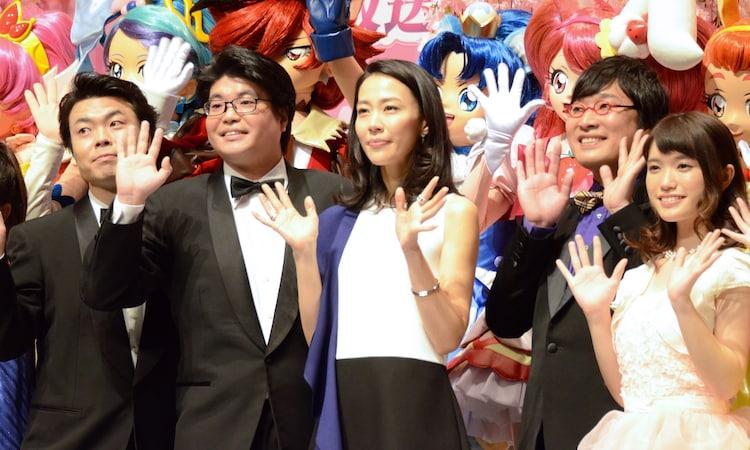 左からライス、木村佳乃、山里亮太(南海キャンディーズ)、美山加恋。