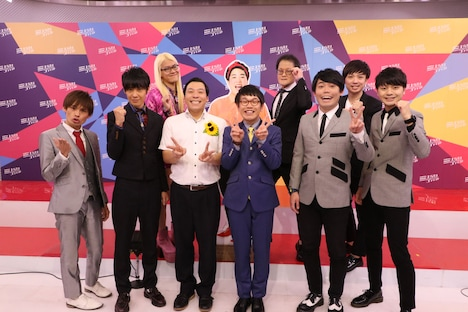 本選出場者の(前列左から)祇園、インディアンス、プリマ旦那。後列左からZAZY、ゆりやんレトリィバァのパネル、アインシュタイン。(c)NHK