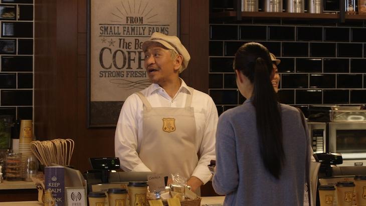 タウンワーク新CM「コーヒーショップ編」のワンシーン。
