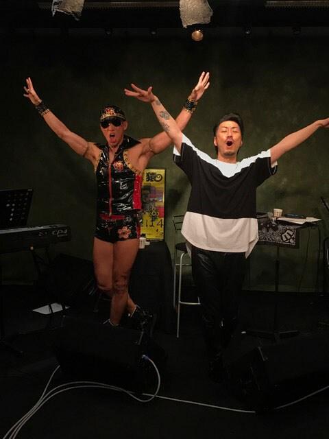 「山猿 LINE LIVE プレミアム・スタジオ・セッション」の様子。
