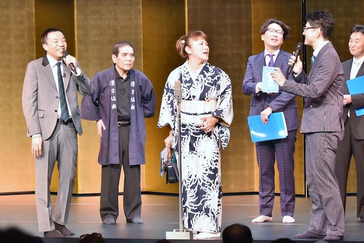 審査員を務めた山田邦子(中央)。