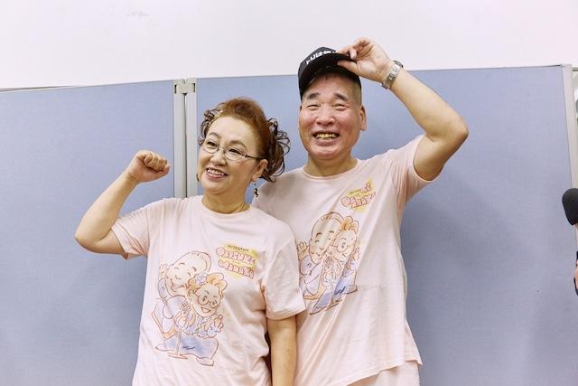 囲み取材に出席した宮川大助・花子。