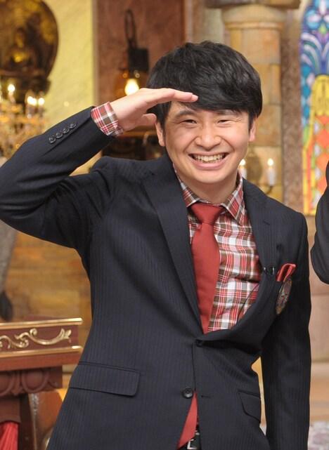 「世界ルーツ探検隊 2時間SP」MCのオードリー若林。(c)テレビ朝日