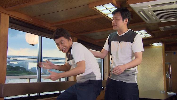 「太田上田」で爆笑問題・太田のモノマネをするホリ(左)と、くりぃむしちゅー上田のモノマネをするガリベンズ矢野(右)。(c)中京テレビ