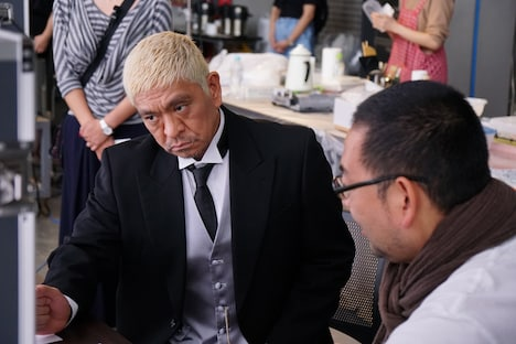 CM撮影中の松本人志。