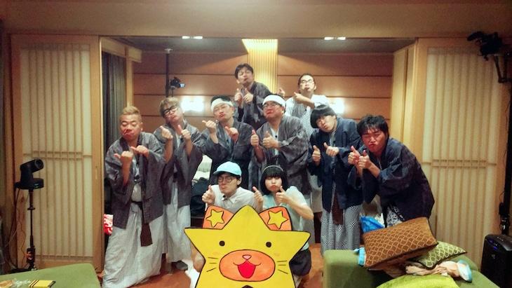 「10人旅~美味しいと新しいと伝統と!全部たのしんじゃう金沢旅~」の出演者たち。(c)フジテレビ