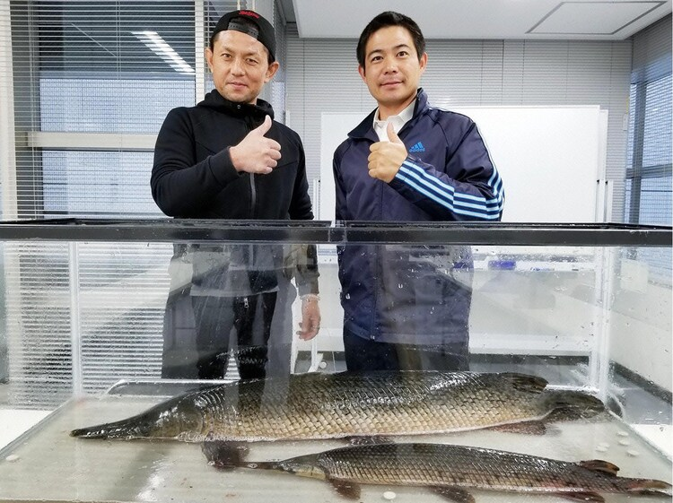 的場浩司(左) (c)テレビ東京