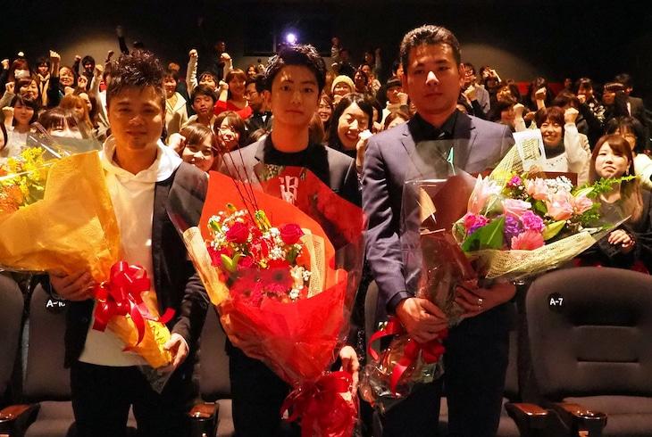 左からバッドボーイズ佐田、主演の健太郎、山口義高監督。